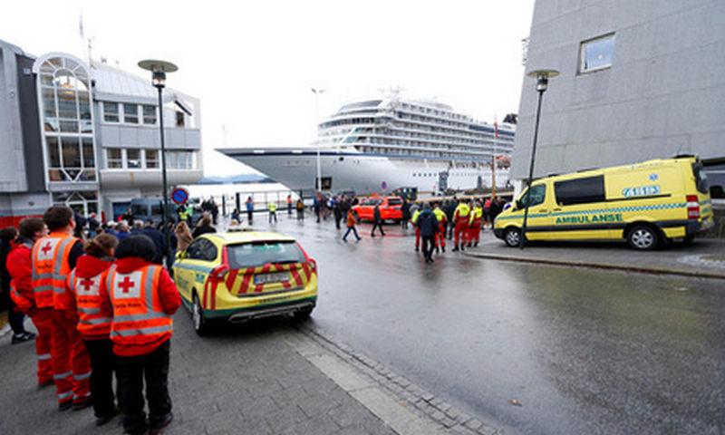 Потерпевший бедствие круизный лайнер прибыл в порт Норвегии