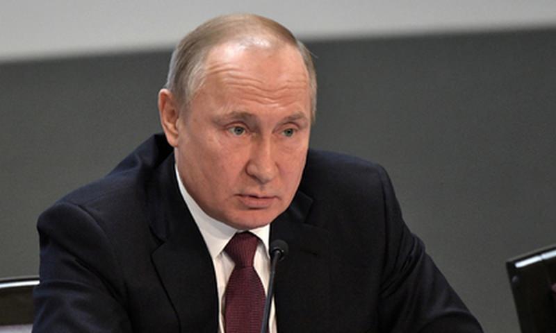 Путин подписал законы о фейковых новостях и оскорблении власти
