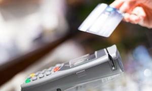 Сбербанк с июля начнет выдавать наличные в магазинах