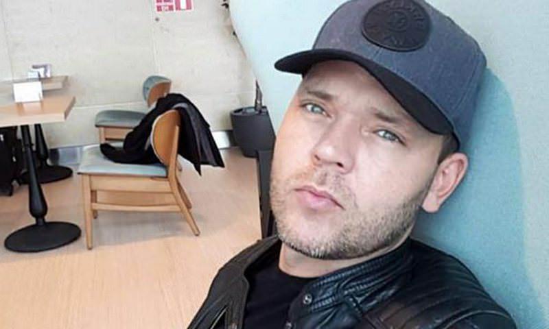 Латвийский певец потребовал от турецкой авиакомпании убрать прощание на русском