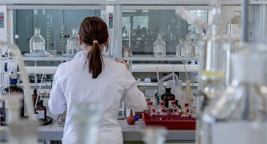 Лекарства  помогают ковиду: ученые раскрыли странный парадокс в появлении мутаций коронавируса