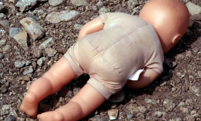 Пьяная жительница Рязани родила в туалете и выбросила младенца на помойку