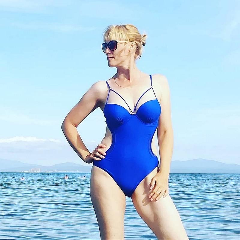 Россиянки в купальниках встали грудью за барнаульскую учительницу