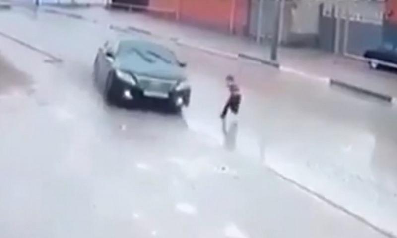 Удивительная реакция водителя спасла жизнь ребенку в Чечне