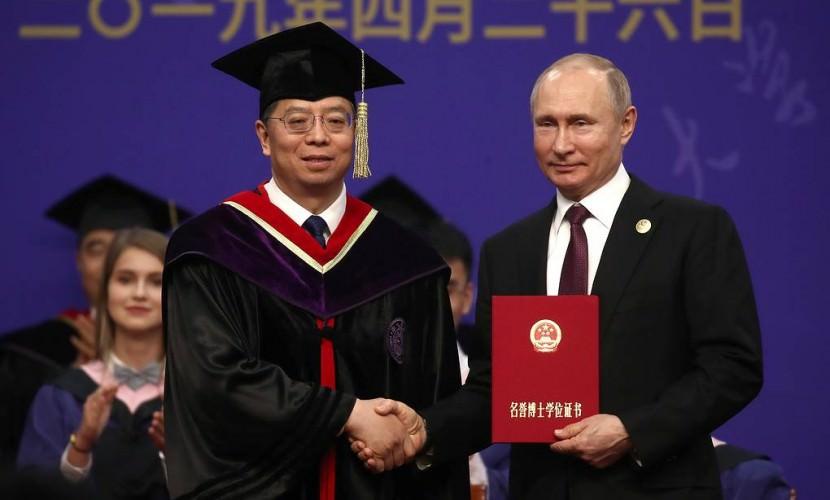 Путин стал почетным доктором университета Цинхуа, который закончил Си Цзиньпин