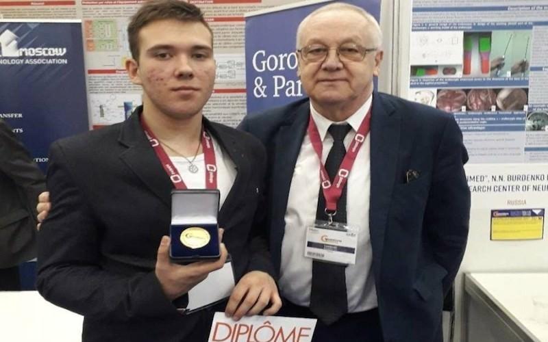 Школьник из Заполярья получил золото на выставке инноваций в Женеве