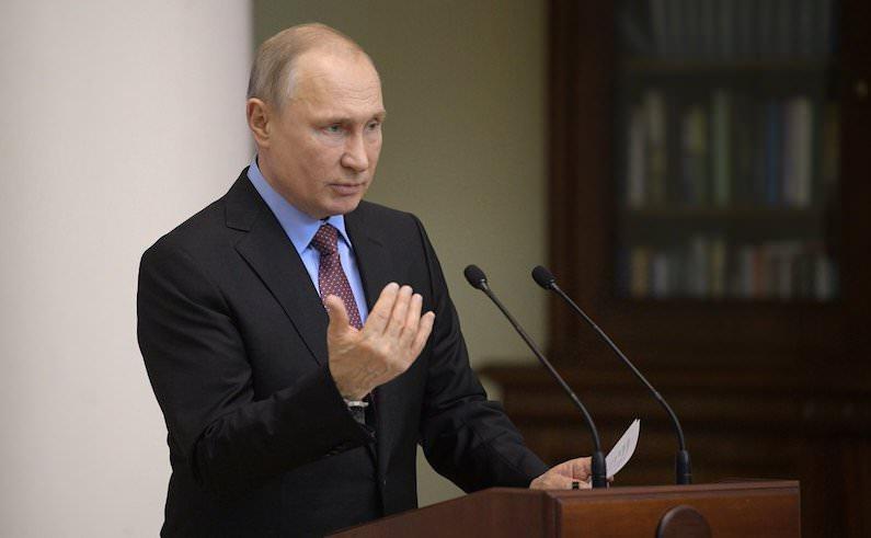 Путин объяснил выдачу российских паспортов жителям Донбасса