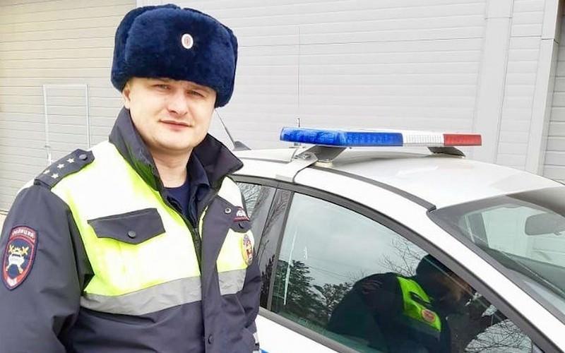 Полицейский спас девочку, домчав до больницы за несколько минут