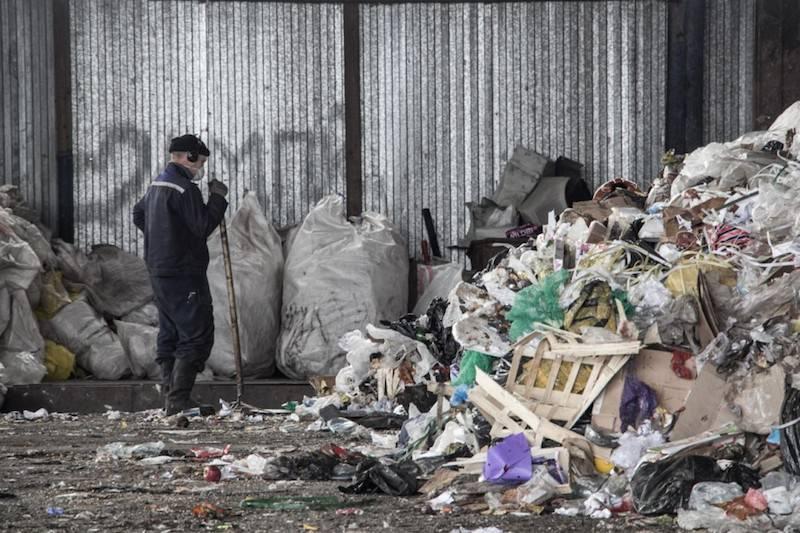 Берега Байкала и Куршской косы оказались усеяны окурками и пластиком