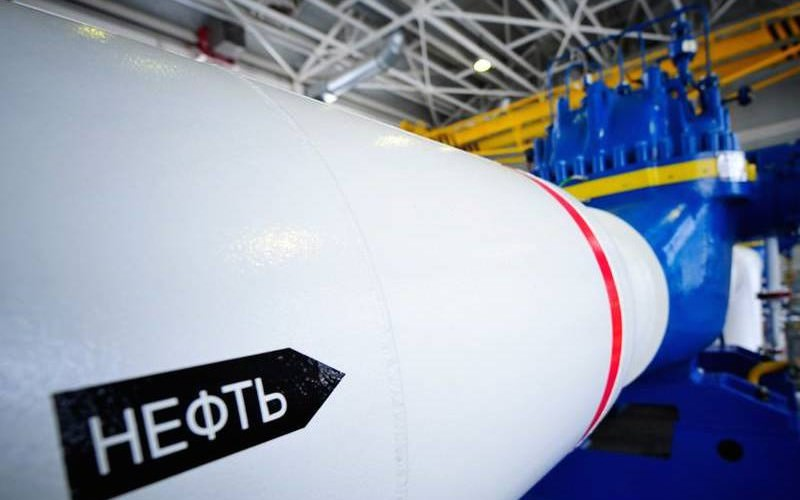 Медведев объявил о запрете на экспорт нефти и нефтепродуктов на Украину