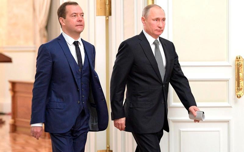Путин за год заработал меньше Медведева