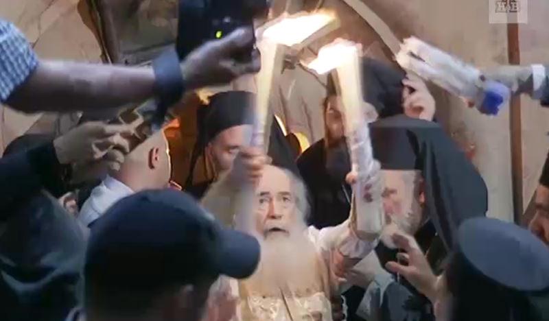 В Иерусалиме  сошел на землю  Благодатный огонь
