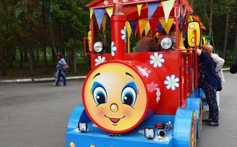 В парке детский паровозик ездит под песни Rammstein