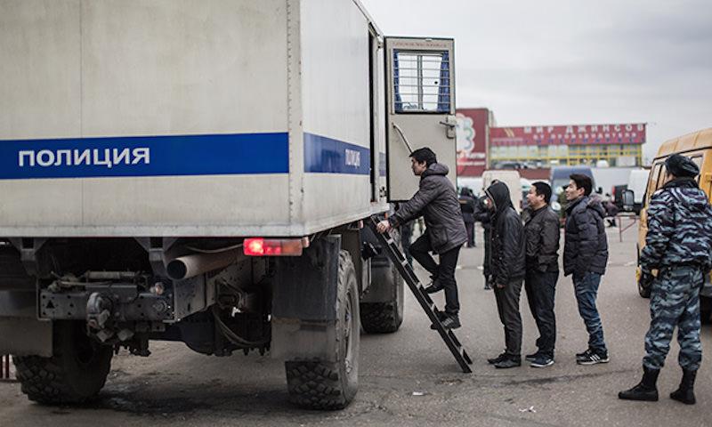 Без права на туалет: почему в Ростовской области заключенных перевозят как рабов