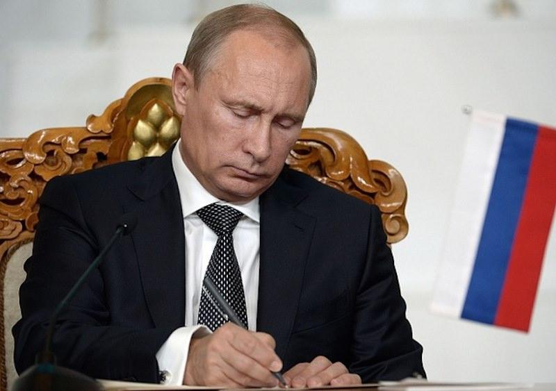 У него есть тайный план: Time поместил на обложку номера Путина