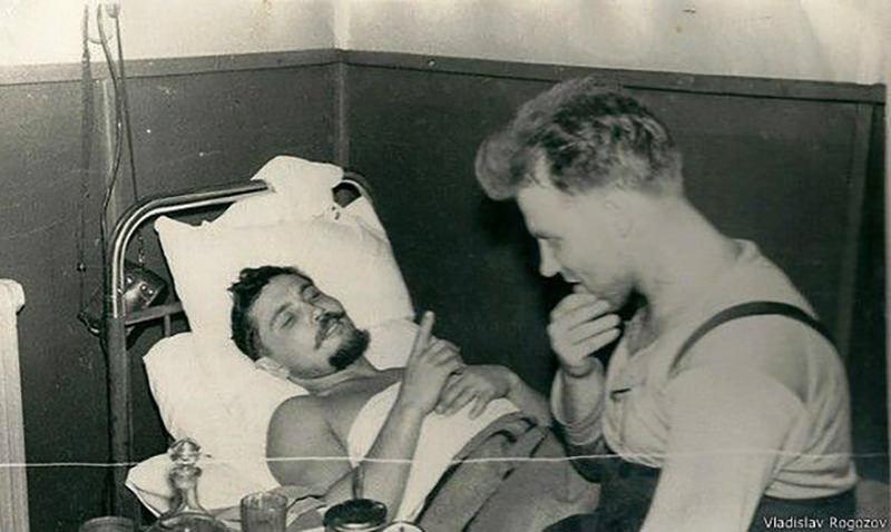 Календарь: 30 апреля - Советский полярник сам себе удалил аппендикс