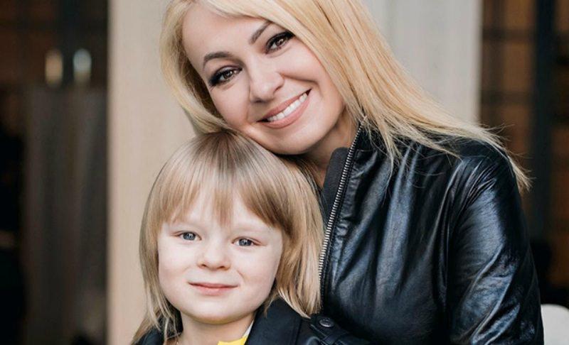 Яна Рудковская: «Сын сам повел в Louis Vuitton, чтобы купить мне чемодан»