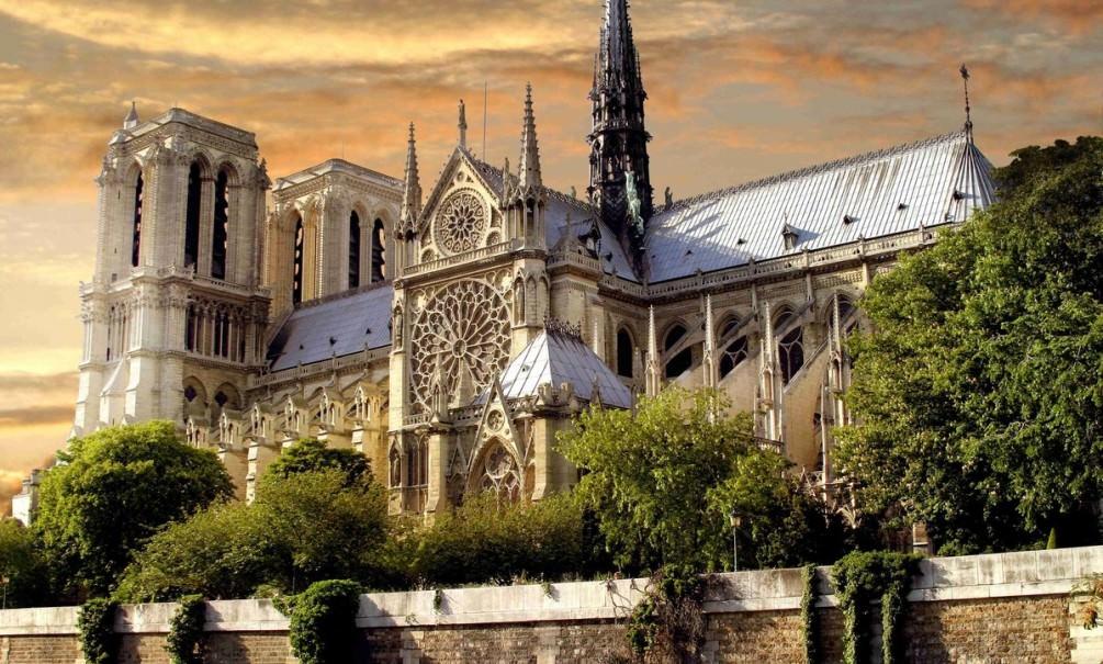 Минкульт предложил собрать деньги на восстановление Нотр-Дам де Пари