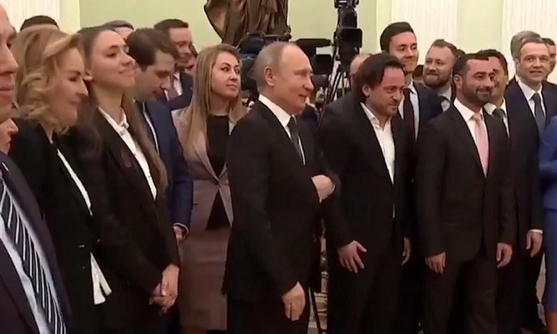 Путин ответил шуткой на просьбу о совместном фото