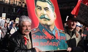 В «Бессмертном полку» запретили портреты Сталина и Красное знамя