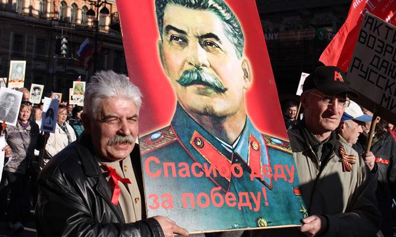 """В """"Бессмертном полку"""" запретили портреты Сталина и Красное знамя"""