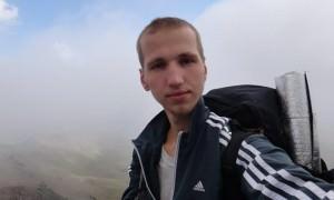 Нашли пропавшего два года назад туриста, прикованного в лесу к дереву наручниками