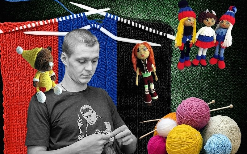Ополченец-инвалид вяжет кукол, чтобы выжить
