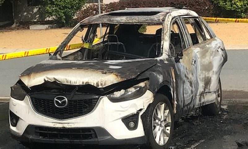 Женщина спасла детей из горящей машины в последний момент