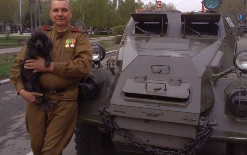 """""""Не наигрался"""": житель Новоалтайска ездит на работу на 70-летнем БТР"""