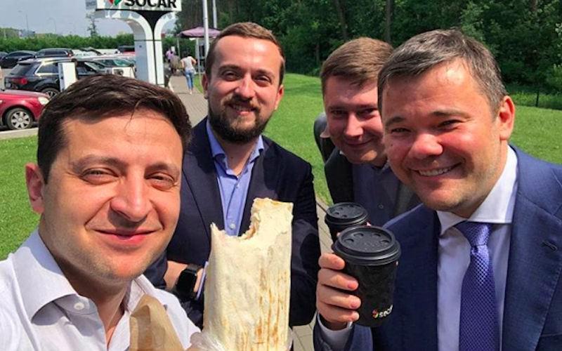 """""""Не забронзовей"""": Зеленский порекомендовал чиновникам есть шаурму"""