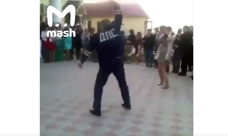 В Кабардино-Балкарии сотрудник ДПС устроил танцы и открыл стрельбу на свадьбе