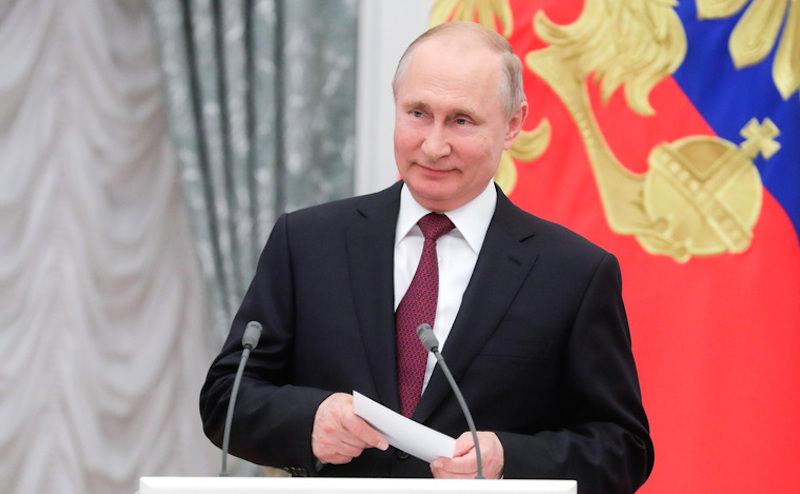 Кому Путин запретил пить шампанское в Кремле