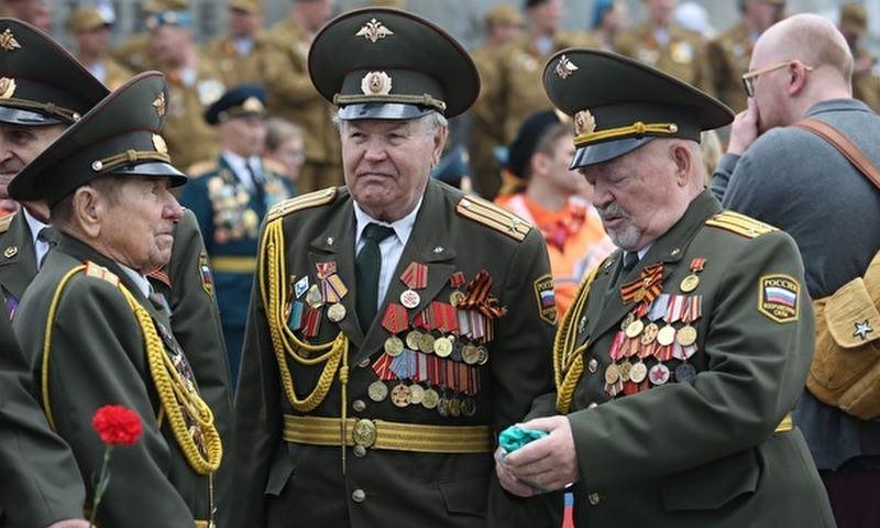Максимум 10 орденов и медалей - в России радикально изменятся правила ношения военной формы