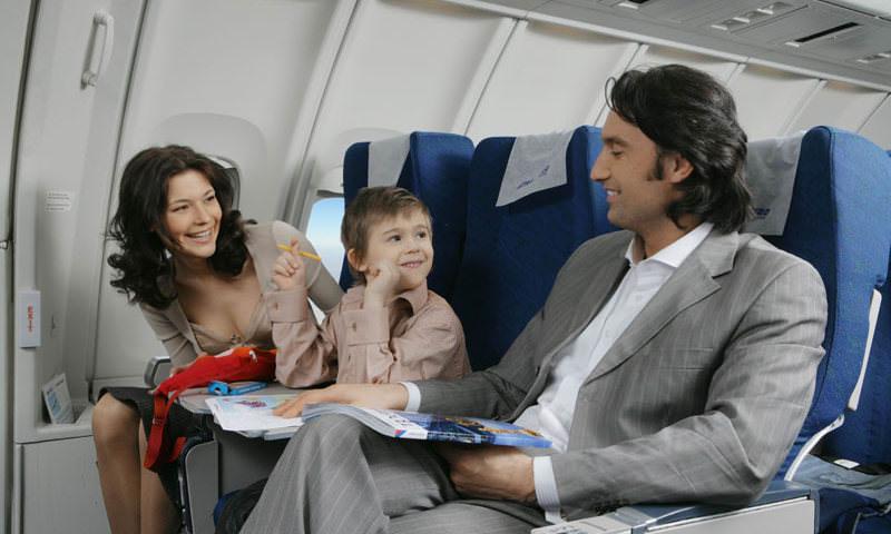 В Госдуме предложили обязать авиакомпании не рассаживать детей и родителей