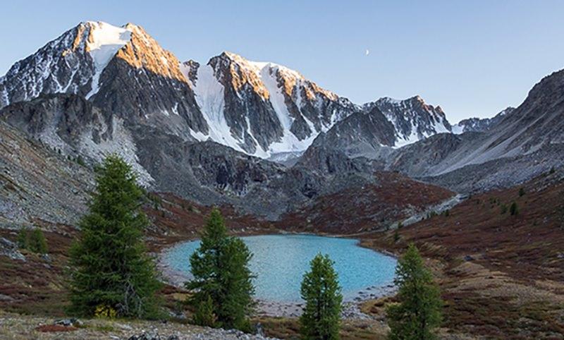 Группа туристов погибла под лавиной в горах Алтая