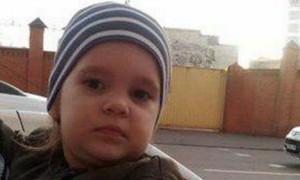 Оставила на лавочке и ушла: полиция ищет мать, бросившую дочь в поликлинике