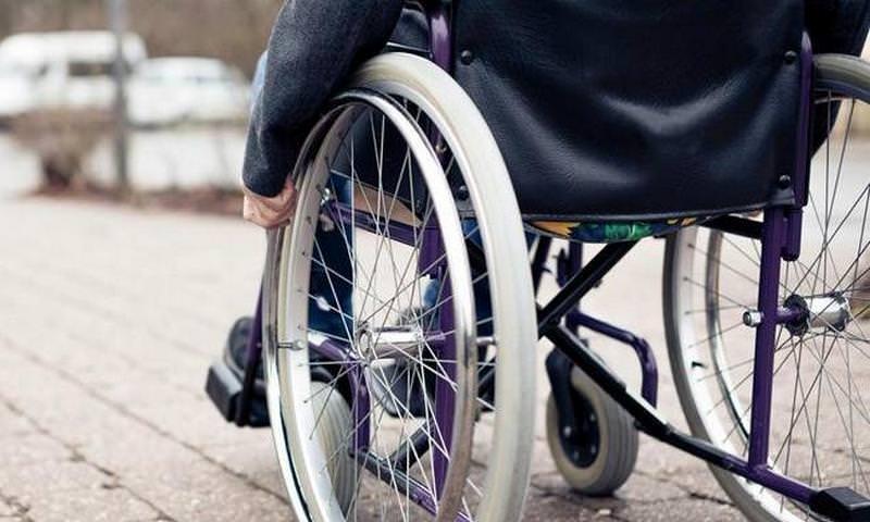 Госдума одобрила наказание за отказ пускать инвалида в кафе или самолет