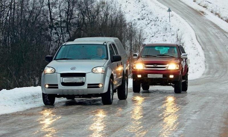 Россиянам предложили снизить скорость автомобилей зимой