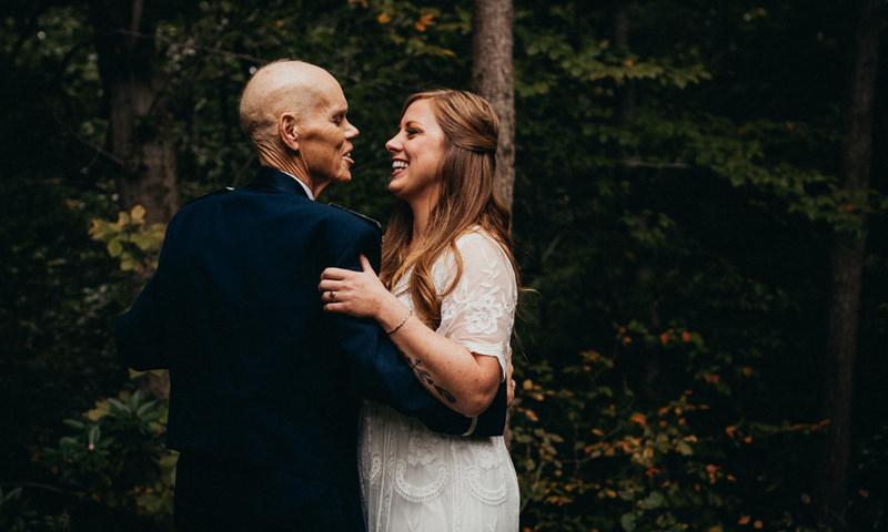 Фотограф снял последний танец невесты с больным отцом, которого вскоре не стало