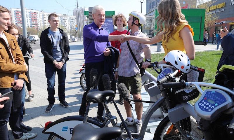 """""""Велобайк"""" в руинах: Москва открыла сезон разбитыми прокатными велосипедами"""