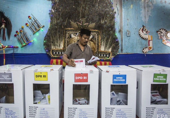 В Индонезии почти 500 сотрудников избиркомов умерли после подсчета голосов - Блокнот