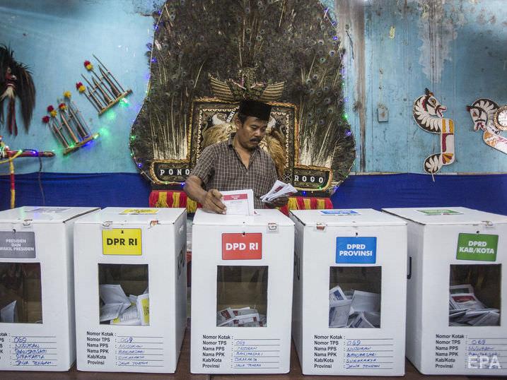 В Индонезии почти 500 сотрудников избиркомов умерли после подсчета голосов