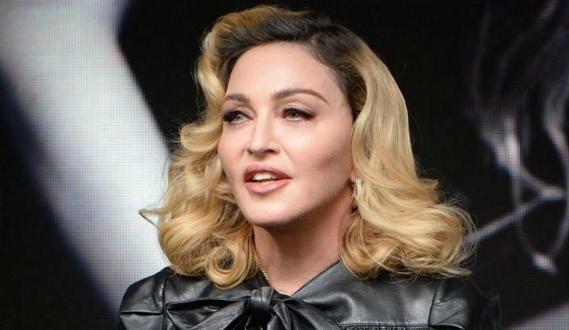 Мадонна прилетела на «Евровидение-2019» и привезла с собой 135 человек