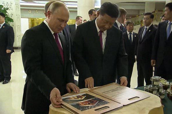На Украине возбудили  уголовное дело на Порошенко по статье о госизмене