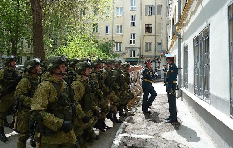 Трогательный ролик с Парадом Победы во дворе больного ветерана войны стал хитом
