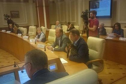 Российский депутат пришел на заседание с котом