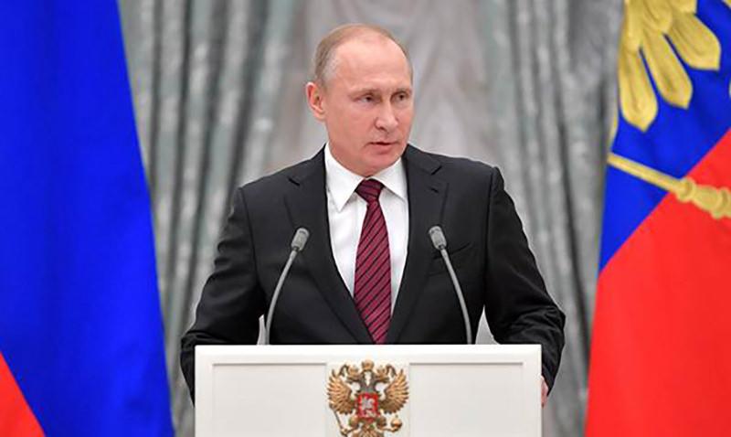 Путин поздравил украинцев с  Днем Победы и призвал беречь традиции братской дружбы
