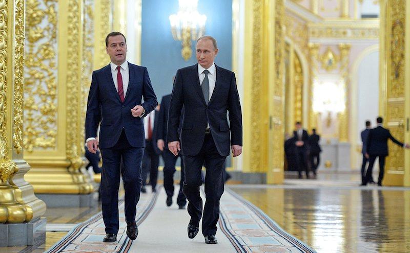 Чиновникам Кремля и правительства по-тихому вернули докризисные зарплаты