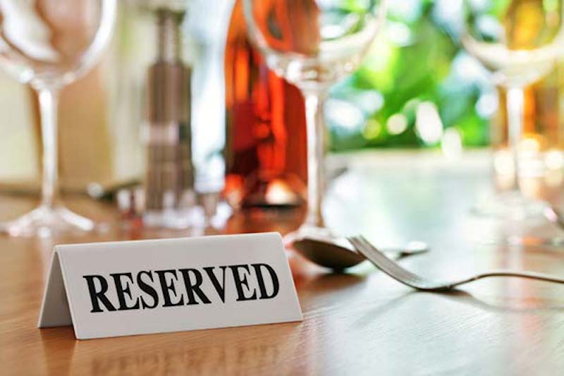 Заказ столика в ресторане хотят сделать платным