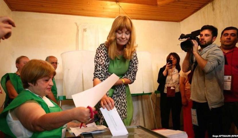 Жена Саакашвили рвется к власти в Грузии